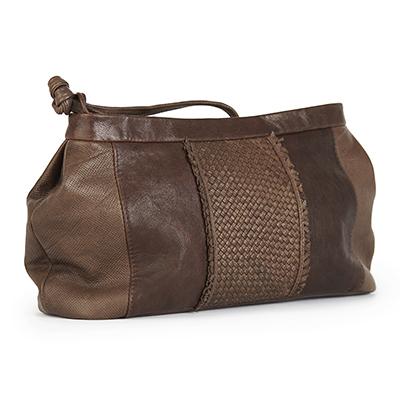 Braune Handtasche aus schimmernden Lammleder mit Flechtpartie vorn